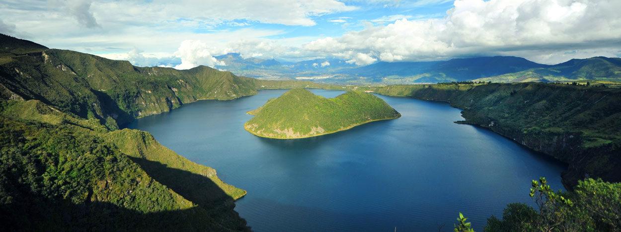 https://www.inkareisen.de/wp-content/uploads/2014/11/ecuador-lagune01-1-1250x467.jpg